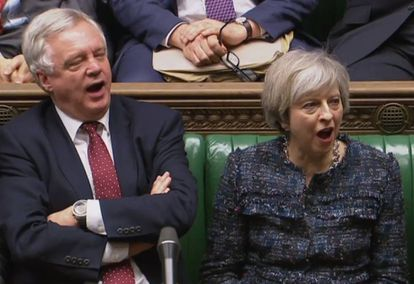 Theresa May e David Davis, ministro do Brexit.