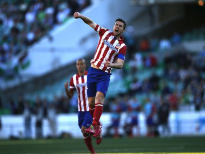 Gabi comemora o primeiro gol do Atlético.