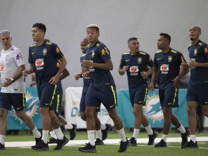 Firmino, David Neres, Allan, Alex Sandro e Fabinho treinam em Miami.