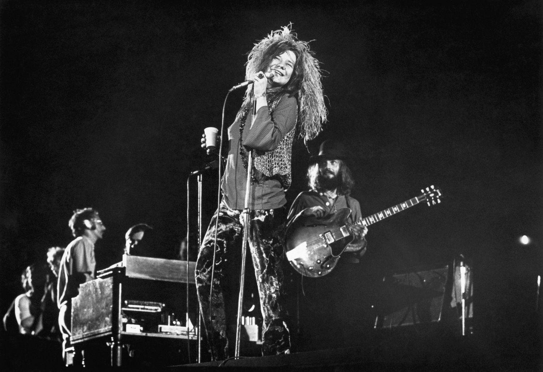 Janis Joplin e sua última banda, Full Tilt Boogie Band, em agosto de 1970 tocando no Shea Stadium de Nova York.
