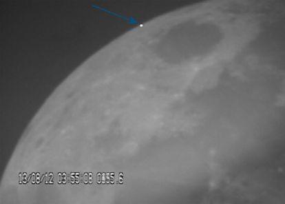 O impacto de uma Perseida na Lua em 13 de Agosto de 2012, imagem tirada por ocasião do projecto MIDAS (Moon Impacts Detection and Analysis System).