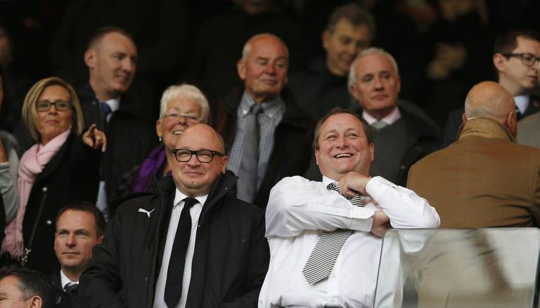 O proprietário do Newcastle, Mike Ashley (à direita), com o presidente do clube, Lê Charnley.
