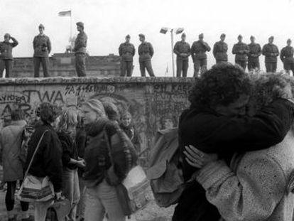 A queda do muro de Berlim atestou a vitória das democracias liberais, mas também o prólogo de sua crise trinta anos depois