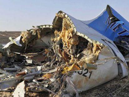 Restos do A321 russo siniestrado no Sinaí.