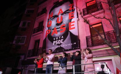 Pedro Sánchez na sede do PSOE.