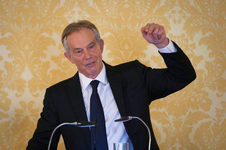 O ex-primeiro-ministro britânico Tony Blair comparece diante da imprensa após a publicação do 'relatório Chilcot'.