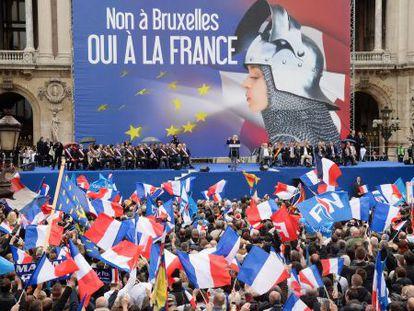 Partidários da Frente Nacional francesa durante comício de Marine Le Pen, líder do partido, em 1.º de maio em Paris.