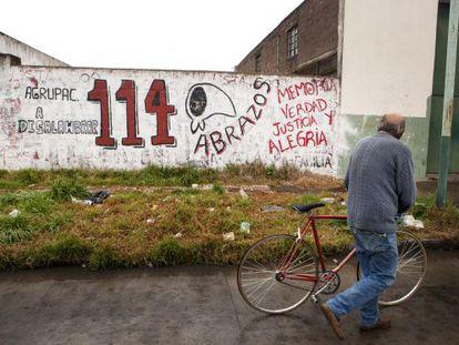 Grafite em um muro de Olavarría.