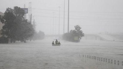 Barco da patrulha de fronteiras em uma estrada de Humble, no Texas.