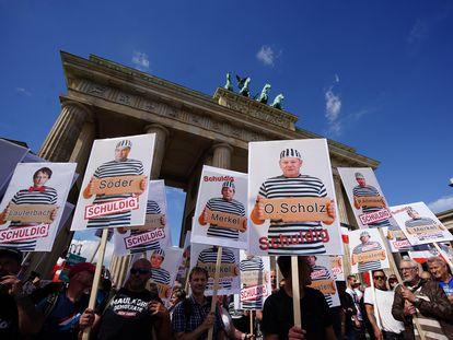 Manifestantes durante um protesto contra as medidas para controlar o coronavírus, em Berlim, no fim de agosto.