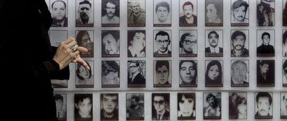 Mural em Santigo mostra vítimas da ditadura chilena de Augusto Pinochet