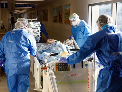 Paciente em atendimento num hospital.