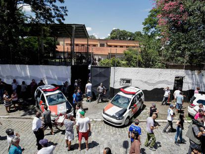 Mobilização em torno da escola de Suzano após o atentado que matou cinco estudantes e duas funcionárias.