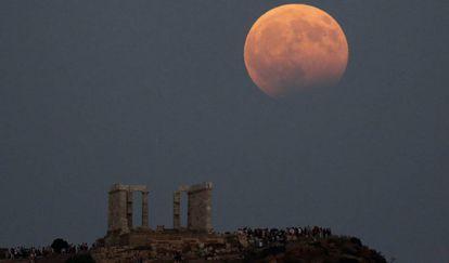 O eclipse lunar total com Superlua de Sangue será visível na madrugada de 21 de janeiro .