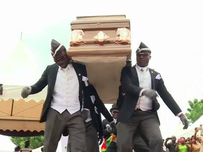 Captura de tela da reportagem da BBC sobre os carregadores de caixão ganeses, que virou meme.