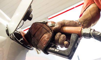 Governo eleva alíquotas do PIS/Cofins sobre gasolina, diesel e etanol.