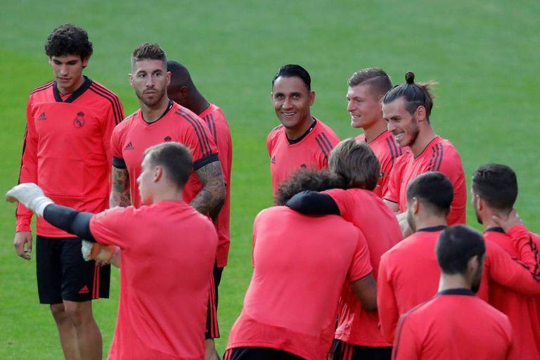 Sergio Ramos, com Navas, Kroos, Bala, Vallejo, no treinamento no estádio de Tallinn.