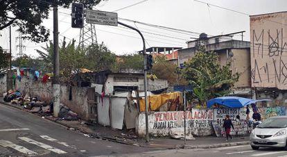 Cracolândia do bairro fica no mesmo quarteirão do Ricoy.