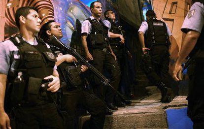Policiais da UPP no Morro dos Prazeres.