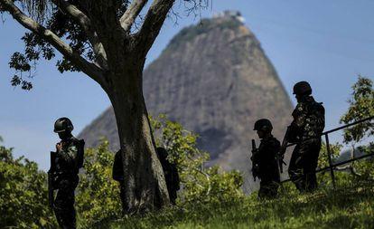 Patrulha das Forças Armadas no Rio de Janeiro no sábado.