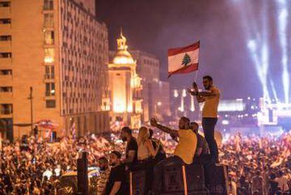 Manifestantes na praça dos mártires de Beirute, em 23 de outubro.