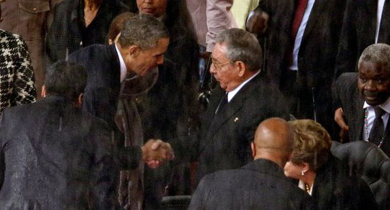 Raúl Castro e Obama na África do Sul.