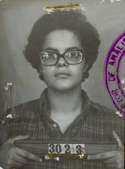 A foto de Dilma ao ser presa, e que se eternizou nessas eleições.