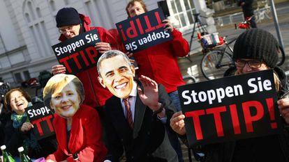 Protestos contra o TTIP em Hannover, durante visita de Obama em abril.