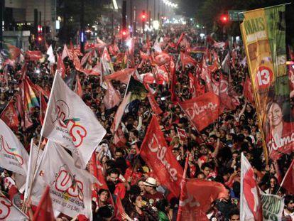 Apoiadores de Dilma comemoram na avenida Paulista.