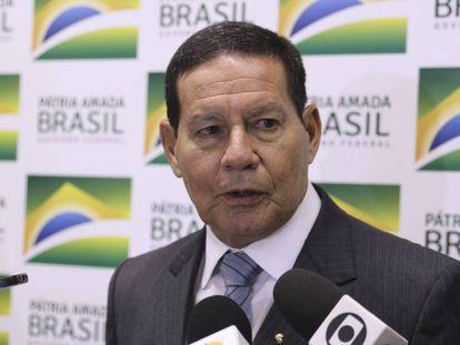 O presidente em exercício, Hamilton Mourão.