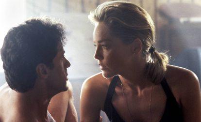 Sylvester Stallone e Sharon Stone num momento de 'O Especialista', filme que completa 25 anos.
