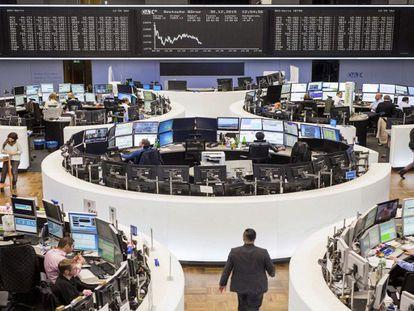 Bolsas de todo o mundo caem com força e ação da Petrobras despenca