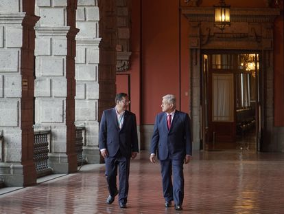 O presidente do México, Andrés Manuel López Obrador, à direita, recebe seu homólogo boliviano, Luis Arce, nesta quarta-feira na Cidade do México.