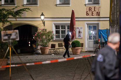 O lugar da explosão em Ansbach, Alemanha.