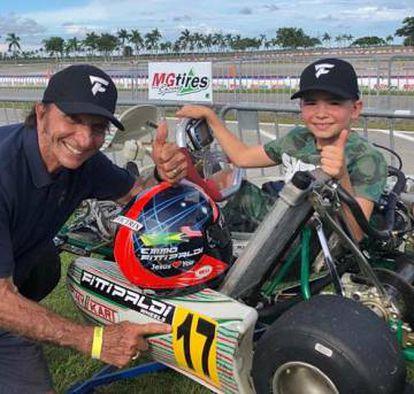 Com o kart do filho, Fittipaldi pede votos para Bolsonaro.