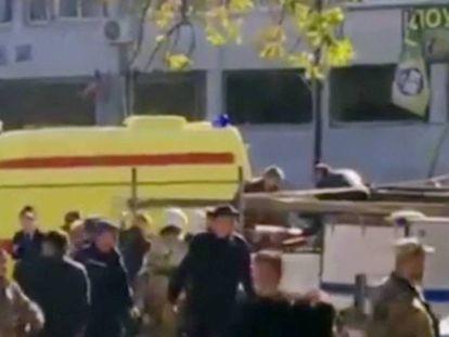 Serviços de emergências depois da explosão nesta quarta-feira em Kerch (Crimeia).