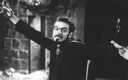 José Mojica Marins como Zé do Caixão em 'Esta Noite Encarnarei no Teu Cadáver', em 1967