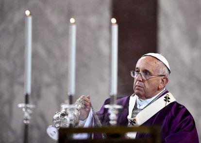 O papa Francisco, em missa na basílica em Roma.
