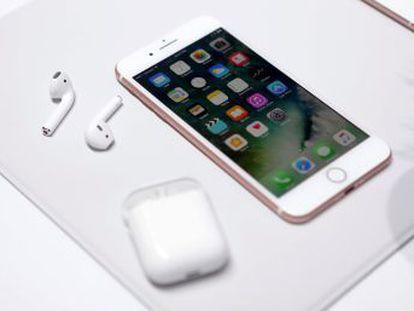 Apple elimina os fios para ouvir música e falar no celular