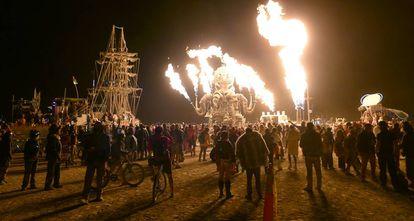 O Polvo Mecânico, uma das esculturas móveis mais populares do Burning Man.