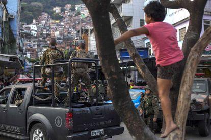 Militares deixaram a Rocinha nesta sexta, após uma semana de cerco.