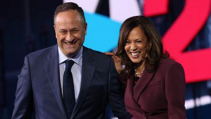 Kamala Harris e seu marido, Douglas Emhoff, durante a convenção do partido Democrata em em Wilmington, em agosto.
