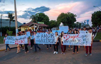 Estudantes da UFPA saem em passeata pela cidade após a morte de Magid Elias Mauad França, assassinado junto com outros dois jovens em 2 de outubro, em Altamira (PA)