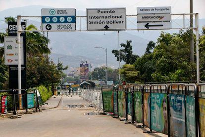 Ponte Simon Bolívar, fronteira terrestre entre a Colômbia e a Venezuela, fechada, nesta segunda-feira.