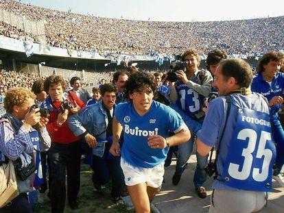 Maradona, durante sua etapa no Napoli, em uma fotografia do documentário.