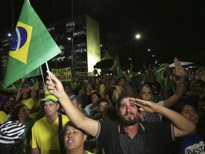 Manifestação contra Lula em frente ao Congresso, em Brasília.