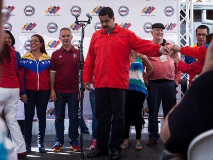 Nicolás Maduro, em comício depois de votar no domingo.