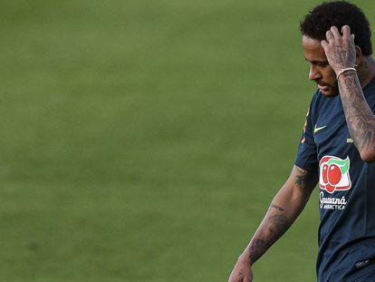 Brasileira acusa Neymar de estuprá-la durante viagem a Paris.