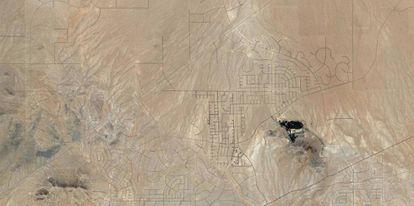 Ruas vazias no deserto do Mojave (Califórnia).