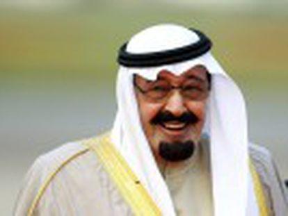 Abdullah bin Abdul Aziz, de 90 anos, estava hospitalizado devido a uma pneumonia. Seu irmão Salman assume seu lugar no trono